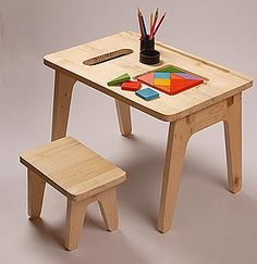 mesa infantil, wooden kids table and chairs, kids table and chairS set School Furniture, Baby Furniture, Plywood Furniture, Before After Furniture, Study Table Designs, Doll House Plans, Kids Table And Chairs, Kids Wood, Wood Toys