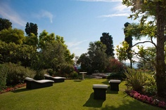Enjoy the swimming pool and relax the days before your wedding in Tuscany