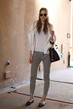 Los colores neutros como el blanco siempre estarán en tendencia, usalos en prendas, accesorios o calzado y podrás sentirte cómoda y en onda.  http://www.linio.com.mx/ropa-calzado-y-accesorios/dama/?utm_source=pinterest_medium=socialmedia_campaign=16122012.lookrelajadodedomingovisible