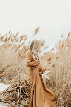 Beautiful outdoor maternity pictures with Kenzie Akiko - Babyba . - Beautiful outdoor maternity pictures with Kenzie Akiko – Babyba … – Pregnancy photos – - Outdoor Maternity Pictures, Winter Maternity Pictures, Outdoor Pictures, Winter Pregnancy Photos, Winter Pictures, Early Pregnancy, Pregnancy Picture Ideas, Vintage Maternity Photos, Symptoms Pregnancy