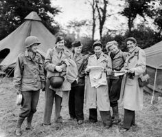 Female_war_correspondents_World_War_II  Fablous article about these amazing women including a reporter from Utah, a Russian aristocrat and a cabaret dancer from Kansas!: http://www.histoirenormande.fr/femmes-reporters-de-guerre