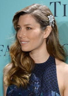 Jessica Biel's pretty hair pin and Old Hollywood waves