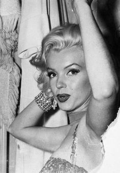My Marilyn Monroe's photos Vintage Hollywood, Hollywood Glamour, Hollywood Stars, Classic Hollywood, Marlene Dietrich, Brigitte Bardot, Marilyn Monroe Artwork, Cinema Tv, Imperfection Is Beauty