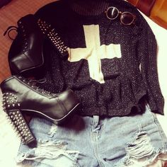 Domingo chuvoso e dark: casaco comprado na Rowme, shorts destroyed She Inside, óculos Bleudame.com e litas spike inspired Sammydress #look #lookdodia #romwe #shoes #sapatos #sammydress #sheinside #rock #rocker #bleudame #litas