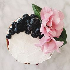 Starting this morning off with a beautiful jam cake, decorated with #organic…