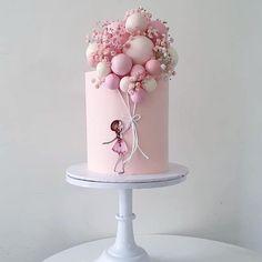 Oh so pretty balloon cake design! Girls First Birthday Cake, Unique Birthday Cakes, Pink Birthday Cakes, Beautiful Birthday Cakes, Beautiful Cakes, Birthday Cake Design, Baby Cake Design, Beautiful Cake Designs, Cake Decorating Videos