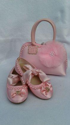 60bfa0459 Conjunto sapatilha infantil com bolsa infantil personalizada com pérolas e  strass **Sapatilha infantil confeccionada