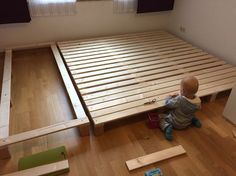 We build a family bed in the nursery and show a construction manual . So kö … - Bedroom Ideas Huge Bed, Family Bed, Hidden Bed, Bunk Bed Designs, Floor Plan Layout, New Beds, Diy Bed, Bed Frame, Home And Living