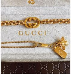 Gucci & Gold geteilt von ♡ 🅻🅳🅴🅴_ORCHARD︎ auf We Heart - Damen Schmuck und Accessoires Gucci Bracelet, Gucci Jewelry, Luxury Jewelry, Fashion Jewelry, Gucci Necklace Gold, Bijoux Louis Vuitton, Accessoires Louis Vuitton, Cute Jewelry, Vintage Jewelry
