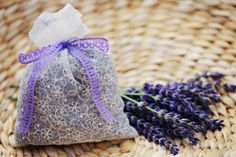 Handmade Mother's Day gift ideas, like a potpourri bag filled with lavender. Homemade Mothers Day Gifts, Mothers Day Crafts, Mother Day Gifts, Mother's Day Diy, Diy Party Decorations, Potpourri, Thoughtful Gifts, Diy Gifts, Arts And Crafts