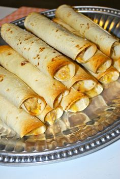 A Wise Cook: Baked Chicken Taquitos (Lightened Up)- replace with corn tortillas Mexican Food Recipes, Snack Recipes, Healthy Recipes, Mexican Cooking, Snacks, Drink Recipes, Appetizer Recipes, I Love Food, Good Food