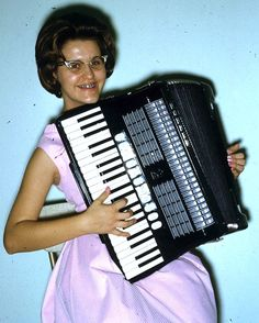 lordy, lordy .. i have such feelings for accordions..