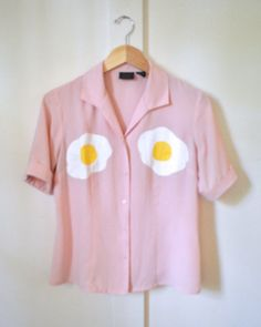 Oh my god, I love it! Looks Style, My Style, Cool Outfits, Fashion Outfits, Painted Clothes, Quirky Fashion, Diy Clothing, What To Wear, Fried Eggs
