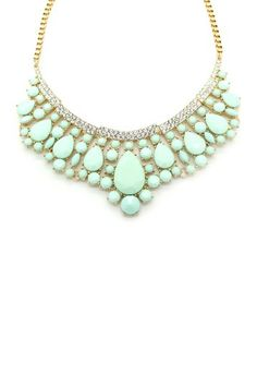 This necklace is gorgeous. It reminds me of what an Egyptian princess would wear. I love the colour!