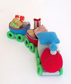 Beautiful train pattern by Airali Handmade in the book Amigurumi Winter Wonderland. Crochet Baby Toys, Cute Crochet, Crochet Animals, Crochet For Kids, Crochet Crafts, Crochet Dolls, Crochet Projects, Yarn Crafts, Crocheted Toys