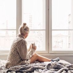 Cooler weather means chunky sweaters and cozy clothes … my lazy day favourites in the blog …