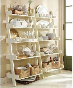 Organização e decoração de estantes sala