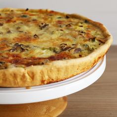 Quiche facile aux brocolis, lardons, oignons et champignons Easy quiche with broccoli, bacon, onions and mushrooms Quiches, Cake Recipes, Vegan Recipes, Cooking Recipes, Easy Quiche, Quiche Lorraine, Food For Thought, Food Network Recipes, Entrees