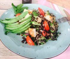 Κινόα με φακές, αβοκάντο και χαλούμι Food Categories, Superfoods, Lentils, Cobb Salad, Quinoa, Green Beans, Vegetarian Recipes, Salads, Beef