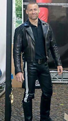 Rubber, Leder, Biker &Fetisch - only over Mens Leather Pants, Tight Leather Pants, Biker Leather, Leder Outfits, Hommes Sexy, Men In Uniform, Leather Fashion, Men Dress, Black Leather
