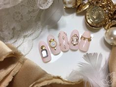 Lovely vintage jewelry nail