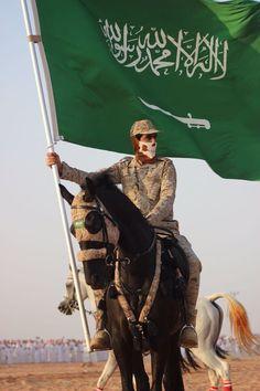 King Salman Saudi Arabia, Saudi Arabia Prince, Ksa Saudi Arabia, National Day Saudi, Happy National Day, Islamic Love Quotes, Islamic Inspirational Quotes, Saudi Men, Karbala Photography