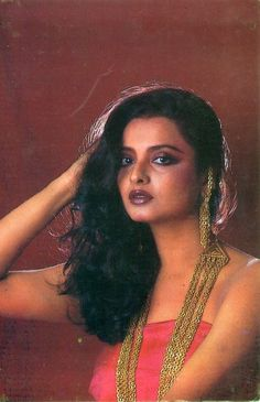 Actress Priyanka, Bollywood Actress, Young And Beautiful, Beautiful Gorgeous, Rekha Saree, Glamour World, Bollywood Pictures, Indian Goddess, Vintage Bollywood