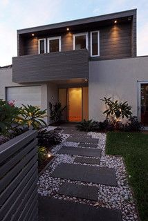 Landscape design creates a tropical resort character, lighting creates highlights at the front.Photo; Tom Ferguson