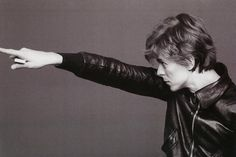 """bowie-sexual-frustration: """"oh-no-love: """"why i have never seen this pic? """" what's he holding? """""""