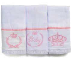 Lindo jogo de fraldas para bebê menina: na cor branca e rosa e no tema princesa! Clique na foto e saiba mais! Produto da loja virtual Bebê Luz.
