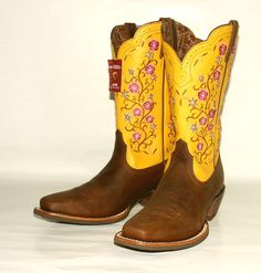 $200 Women's Ariat 10008762 Uptown Distressed Brown/Yellow Square Western Boot  OMW, these would be so awesome with a yellow prom dress for my sweet sixteen. Ha, not getting them though :P