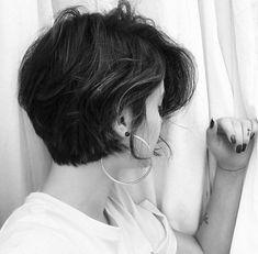 No automatic alt text available. Shot Hair Styles, Curly Hair Styles, Pixie Hairstyles, Pretty Hairstyles, Haircuts, Love Hair, Gorgeous Hair, Long Bob Pixie, Langer Bob