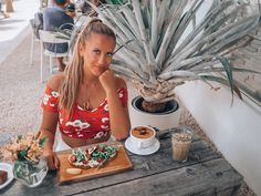 travel guide: fun things to do in oahu hawaii cutest cafes Stuff To Do, Things To Do, Positive Energie, Cute Cafe, Best Hikes, Oahu Hawaii, Travel Guide, Improve Yourself, Relationship