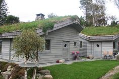 Lys Oppdal skifer fra Minera Skifer Mother Family, Shed, Slate, Outdoor Structures, Patio, Outdoor Decor, Travel, Family History, Norway