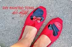 Paint Your TOMS (or any canvas shoe) Tutorial Painted Canvas Shoes, Painted Toms, Disney Shoes, Disney Outfits, Disney Fashion, Fashion Outfits, Diy Glitter Sneakers, Snoopy Shoes, Shoe Crafts