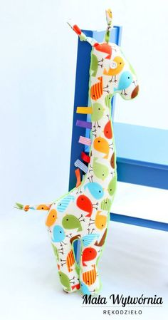 Żyrafa -  zwierzaki maskotki z naszej Małej Wytwórni. Polskie rękodzieła najwyższej jakości. Wymiary: 51 x 18 cm. Cena: 35 zł. www.facebook.pl/malawytwornia