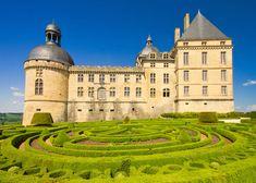 Hautefort Castle, Aquitaine (© poliki - Fotolia.com)