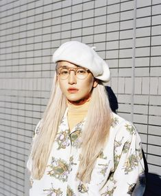 post by wan yi hua Androgynous Models, Androgyny, Pretty People, Beautiful People, Boys Long Hairstyles, Aesthetic Photo, Aesthetic Boy, Model Street Style, Aesthetic People