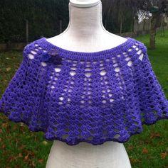 Magnifique chauffe-épaule violet , réalisé au crochet dans une laine douillette et moelleuse , taille unique : Echarpe, foulard, cravate par sandrine-campana