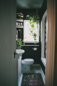Plants in the bathroom! Must must must.