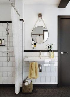 Salle de bain rétro avec douche à l'italienne