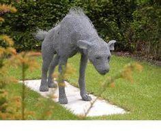 """Kendra Haste-- """"Hyaena"""" (2001) Lebensechte Tierskulpturen aus verzinktem Draht"""