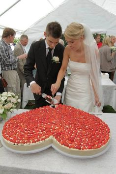 Giant cheesecake instead of a traditional wedding cake