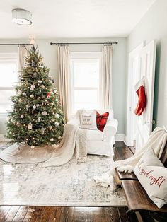 Flocked Christmas Trees, Christmas Mantels, Cozy Christmas, Outdoor Christmas, Rustic Christmas, Xmas, Christmas Living Rooms, Christmas Bedroom, Farmhouse Christmas Decor