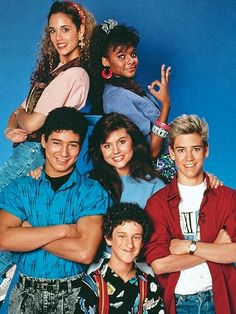 """Time out — just like Zack Morris used to say when he wanted to freeze time on the awesome teen sitcom """"Saved by the Bell."""" Can we please talk about the fact that Zack, Kelly Kapowski, Jessie Spano, and … Continue reading → Lisa Kelly, 90s Childhood, My Childhood Memories, Sean Leonard, Party Fiesta, 90s Girl, Saved By The Bell, Pierce Brosnan, Old Tv Shows"""