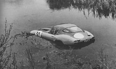 That original car got a revised aluminum block and aluminum body, shaving some 200 kilos off the car in total. It was reasonably successful against its competition of Cobras and GTOs but it had a few notable crashes. One was into a lake...