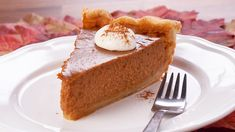 This delicious holiday pumpkin pie is made with vodka, cinnamon, ginger, nutmeg and cloves. Pumpkin Pie Recipes, Pumpkin Puree, Pumpkin Spice, Thanksgiving Desserts, Fall Desserts, Great Desserts, Great Recipes, Dessert Recipes, Mary's Kitchen