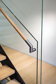 Image 21 of 30 from gallery of PL 44 / Joeb Moore + Partners Architects. Photograph by David Sundberg / Esto Photographics Inc. Glass Handrail, Glass Railing System, Wood Handrail, Staircase Handrail, Glass Stairs, Glass Balustrade, Wood Stairs, Stair Railing, Banisters