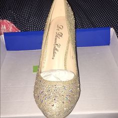 Brand new gold sparkly heels Bought these beautiful gold sparkly heels and realized they didn't look good with my dress. They have never been worn and are size 7 but could fit a 7.5. Willing to negotiate on price a little Shoes Heels