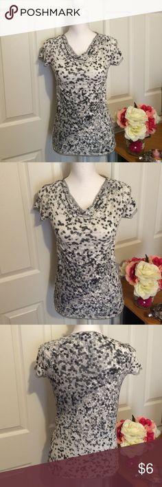 🎁Buy 2 get 1 FREE🎁Vara Wang • Tee Good condition • for every chill day Simply Vera Vera Wang Tops Tees - Short Sleeve